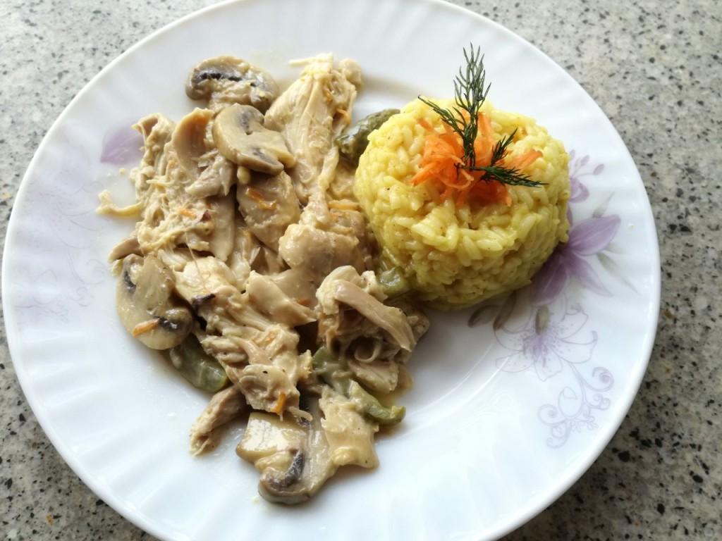 """""""Бьов Строганов"""" с пилешко, сметана и гъби"""