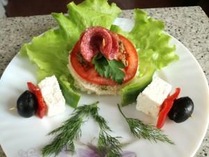 Сандвич с маслинова паста и зеленчукови шишчета