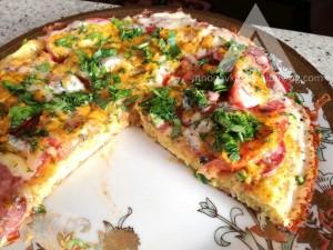 здравословна пица с блат от тиквички и сос от домашна майонеза